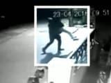 Video: कैमरे में कैद : बेंगलुरु में 22 साल की लड़की को उठा ले गया बदमाश