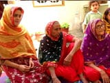 Video : Karachi's Women Who Wear Red