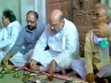 Video: दलितों के साथ अमित शाह का भोजन, मायावती ने बताया नाटक