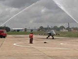 Video : भारतीय वायुसेना में शामिल  हुआ देश में निर्मित तेजस लड़ाकू विमान