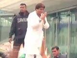Video: लखनऊ : कांग्रेस के शक्ति प्रदर्शन के दौरान मंच टूटा
