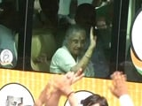 Video : Sheila Dikshit Rides Bus To UP As Congress Launches Poll Campaign