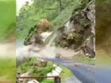 Video : कैमरे में कैद : उत्तराखंड में भारी बारिश से भरभरा कर गिर पड़ा पहाड़