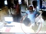 Video: बिहार : बलरामपुर से भाकपा विधायक की दबंगई, बैंक मैनेजर को मारा थप्पड़