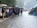Video : मुंबई में तेज़ बारिश से निचले इलाकों में पानी भरा