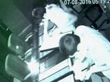 Video : ज्वेलरी शॉप का शटर तोड़कर लाखों के गहनों की चोरी, आरोपी गिरफ्तार