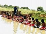 रांची : डैम में तैराकी की तैयारी कर रहे हैं खिलाड़ी