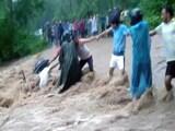 Video : उत्तराखंड : लोगों ने एक शख्स को बहने से ऐसे बचाया
