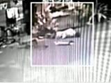 Video: CCTV में कैद: टैम्पो से टक्कर, तड़पता रहा, नहीं आई मदद, हुई मौत