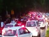 Video : दिल्ली में जमकर बारिश, सड़कों पर लगा लंबा जाम