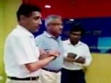 Video : जब यूपी के डीजीपी ने खुद पर करावाया 'टेजर गन' का टेस्ट