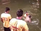 Video : In Video, Cop's Head Held Under Water By Attacker At Ganesh Festival