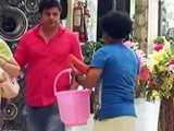 Video: This Man Wants To Bathe Inside A Mall