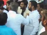 Video : शीला दीक्षित की सभा में चले लात-घूंसे, आपस में भिड़े कांग्रेसी