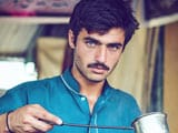Video : Blue-Eyed Pakistani Chaiwala Becomes Internet Sensation