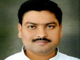 अखिलेश सरकार में मंत्री पवन पांडे को मुलायम सिंह यादव ने पार्टी से निकाला