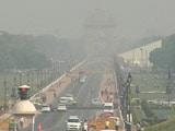 दिल्ली में सांस लेना हुआ मुश्किल, शहर में धूल और धुएं का गहरा असर