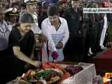 Video : Jayalalithaa Buried, Last Rites Performed By Closest Aide Sasikala Natarajan