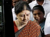 Video : Chief Minister, Others Meet Sasikala Natarajan At Jayalalithaa's Poes Garden