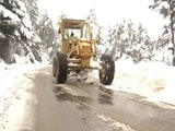 Video : Efforts On To Clear Jammu-Srinagar Highway, Blocked By Heavy Snow