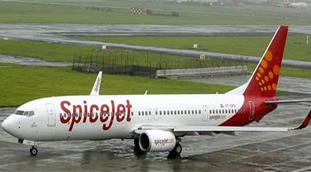 Mid-air Holi lands SpiceJet pilots in trouble