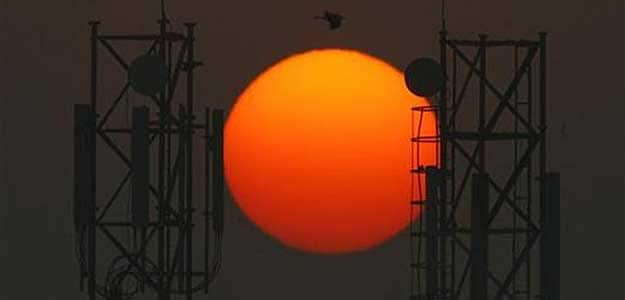 Supreme Court allows Centre to go ahead with spectrum auction