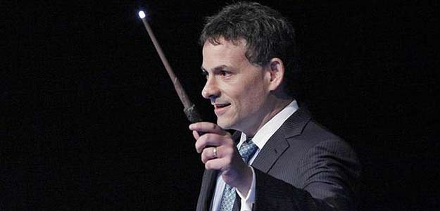 Why big fan David Einhorn has sued Apple