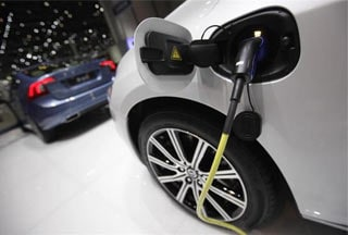 Electric cars back into the shadows at Geneva car show