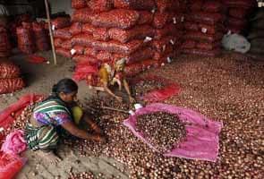 दिल्ली में आजादपुर मंडी के हड़ताली व्यापारियों पर लगा एस्मा