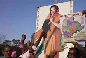 अलग राज्य पर तेलंगाना में जश्न, सीमांध्र के वकीलों ने बुलाया बंद