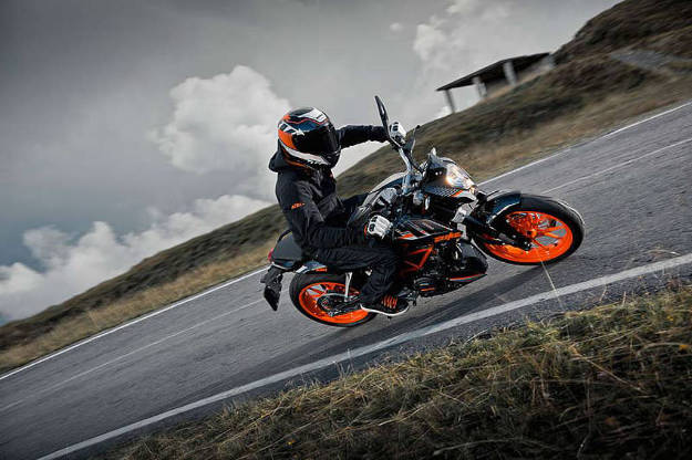 KTM 390 Duke is now available in new Black colour scheme