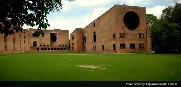 आईआईएम-अहमदाबाद ने अपने दो वर्षीय पोस्ट ग्रेजुएट कोर्स की फीस एक लाख रुपये बढ़ाई