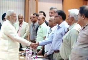 पीएम मोदी ने नौकरशाहों से कहा, शासन में बाधक पुराने नियमों को खत्म करें, मैं आपके साथ हूं