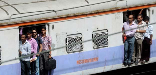 रेलवे ने टिकटों की बिक्री से नहीं बल्कि टिकट कैंसिलेशन से कमाए 13.94 अरब रुपये