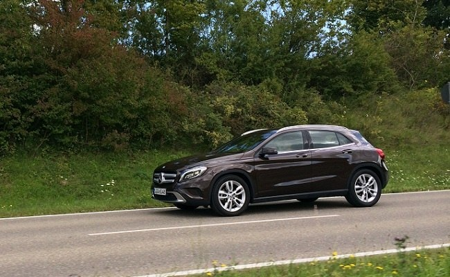 Mercedes-Benz GLA-Class Side Review