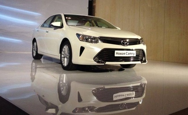 new toyota camry facelift unveiled india launch next year ndtv carandbike. Black Bedroom Furniture Sets. Home Design Ideas
