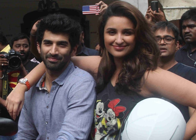 When Aditya Roy Kapur's Shirt Was Almost Ripped Off by a Fan Mob