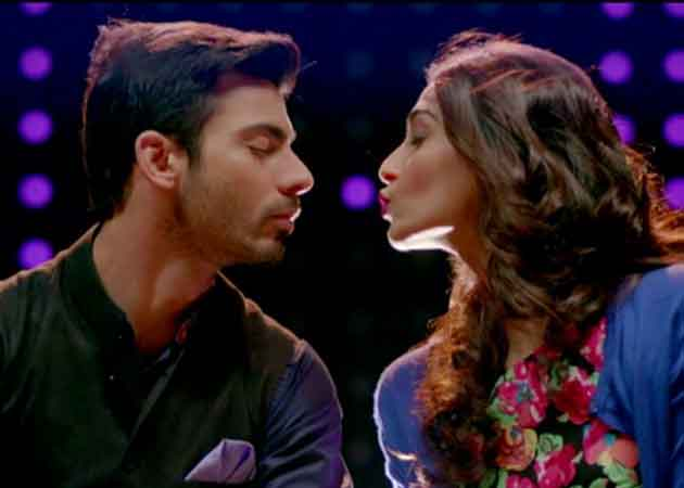 Sonam Kapoor is Girl, Interrupted by Her Mother in Khoobsurat Song