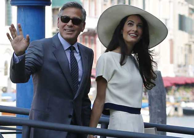 Mr and Mrs Clooney Enjoy Dinner With Close Friends, Family