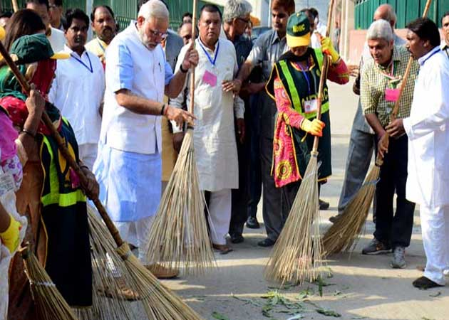 Clean India Campaign Gets Bollywood's Support