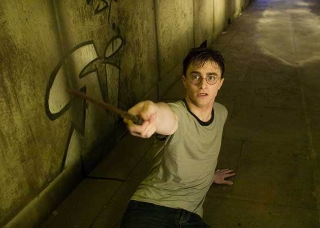 JK Rowling Sends Twitter Into a Frenzy with Harry Potter Hint