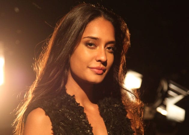 Lisa Haydon Recovering From Dengue, Skips The Shaukeens Event
