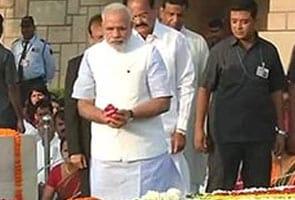 पीएम नरेंद्र मोदी ने महात्मा गांधी और लाल बहादुर शास्त्री को श्रद्धांजलि अर्पित की