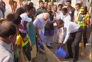 स्वच्छ भारत अभियान : पीएम नरेंद्र मोदी ने दिलाई शपथ, न गंदगी करेंगे, न करने देंगे