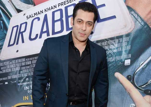 Salman Khan Accepts Prime Minister Narendra Modi's Clean India Challenge