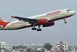 एयर इंडिया ने 50 फीसदी तक घटाये घरेलू उड़ानों के किराये