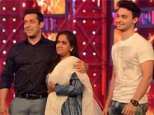 Salman Khan's Sister Arpita, Brother-in-Law Aayush Pay Him Surprise Visit on <i>Bigg Boss</i> Sets