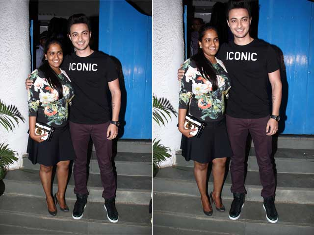 Newly-Weds Arpita, Aayush Sharma Step Out for Dinner Date