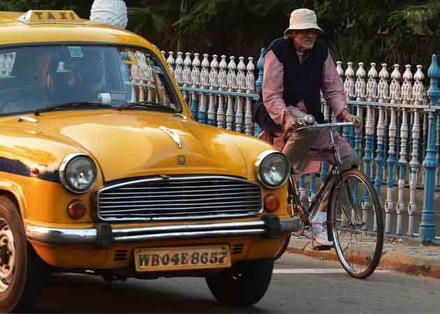 Amitabh Bachchan Cycles Down Kolkata Street and Memory Lane For Piku