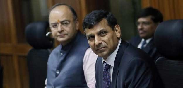 Raghuram Rajan Wins Praise for not Succumbing to Rate Cut Pressure